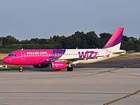 crl/low/HA-LPM - A320 Wizzair - CRL 30-06-09.jpg