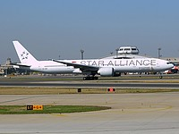 pek/low/9V-SWI - B777-312ER Singapore Airlines Star Alliance - PEK 15-04-2018.jpg